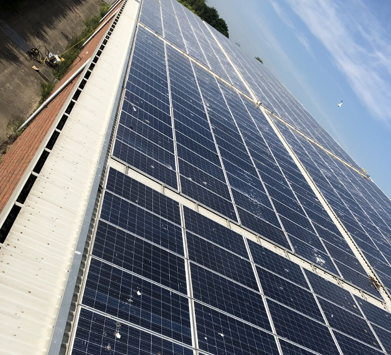 Commercial solar maintenance clean