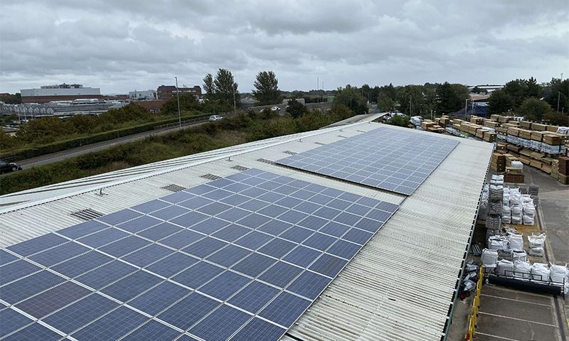 solar cleaning on commercial roof